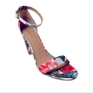 Bamboo Chunky Floral Sandals Size 11